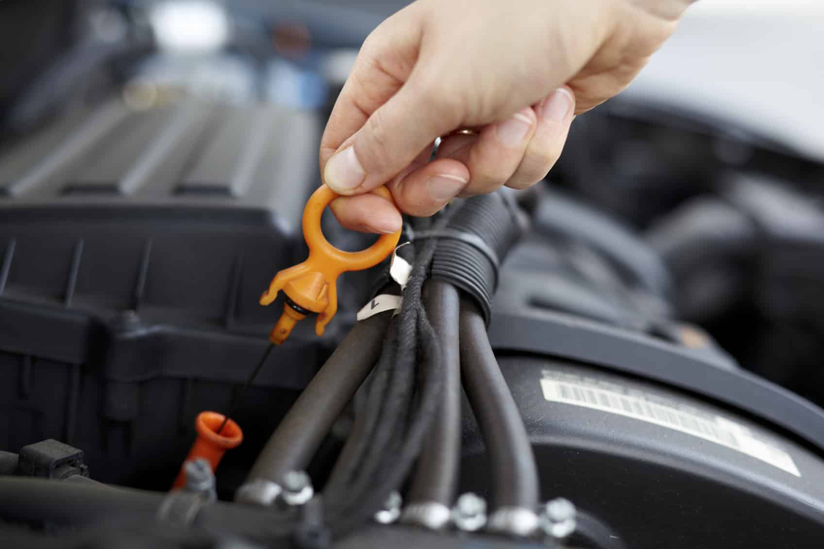 the instruction of changing the oil in a car Unless your car's oil filter and/or oil drain plug is impossible to reach, you can save money by changing your oil and oil filter yourself (your car's manual should tell you how much oil.